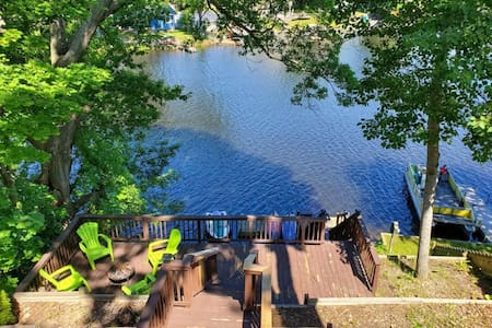Hilltop Hideaway Lakefront Home on Chain of Lakes
