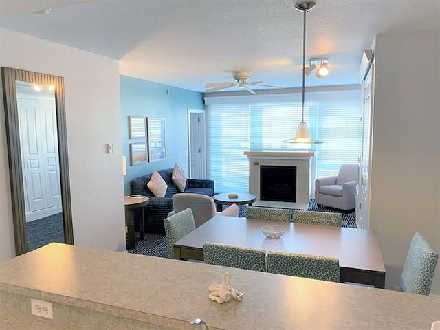 Beachfront 2-Bedroom Seaside Condo+Amenities
