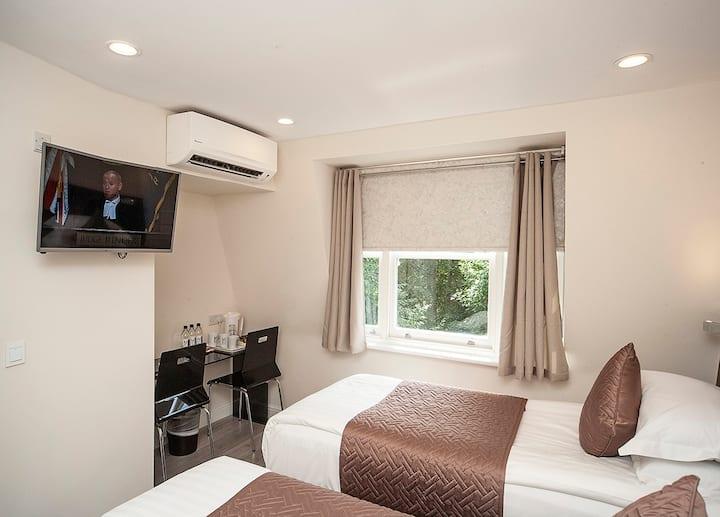NOX HOTELS | Olympia Twin Room
