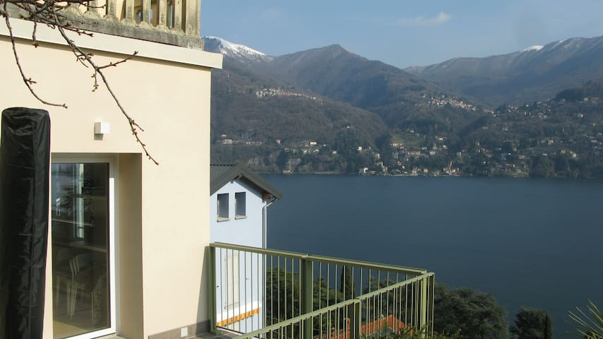 AD2 apartment with lake view and private parking.