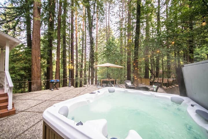 Hazels Hideaway: Hot Tub | Redwoods | Bonus Room!