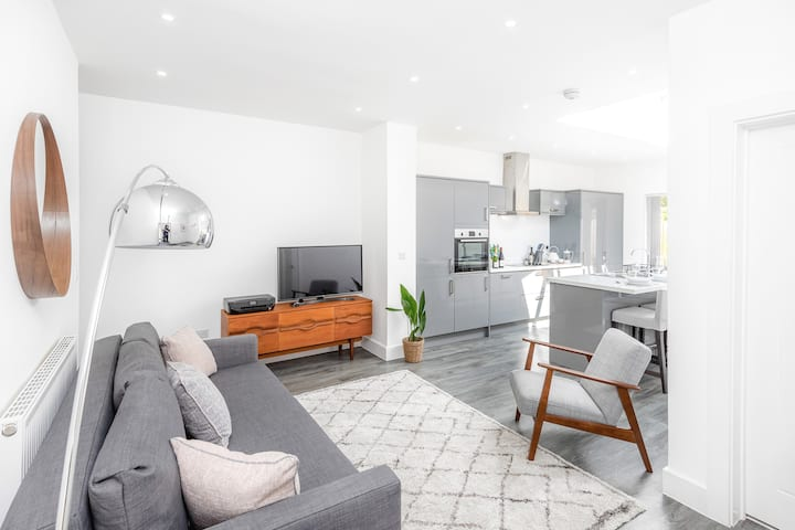 Relax in Stunning Apartment Close to City Centre