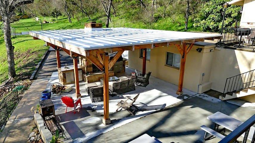 Alternate view of outdoor kitchen