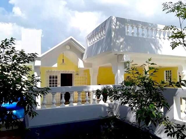 Villa Luce,  Port-au-Prince.
