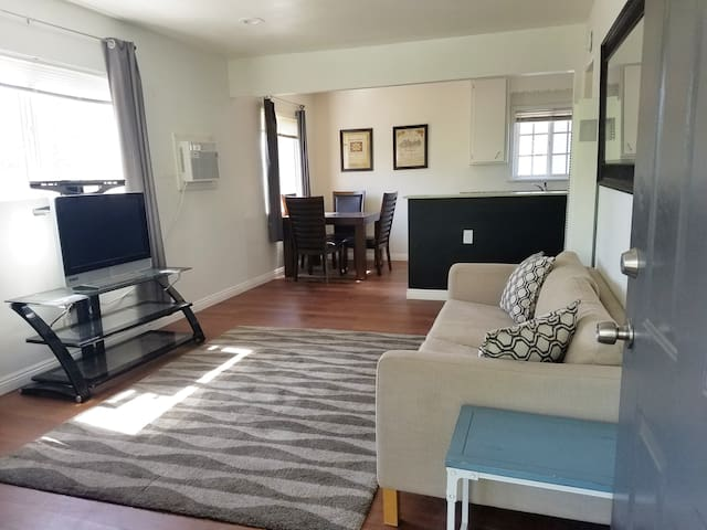 Charming apartment near Disneyland, Packing House