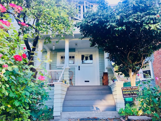 House of Roses with Chickens near Lake Merritt