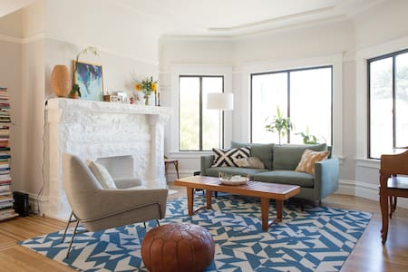 Sunny Mission Terrace bedroom with private deck - San Francisco