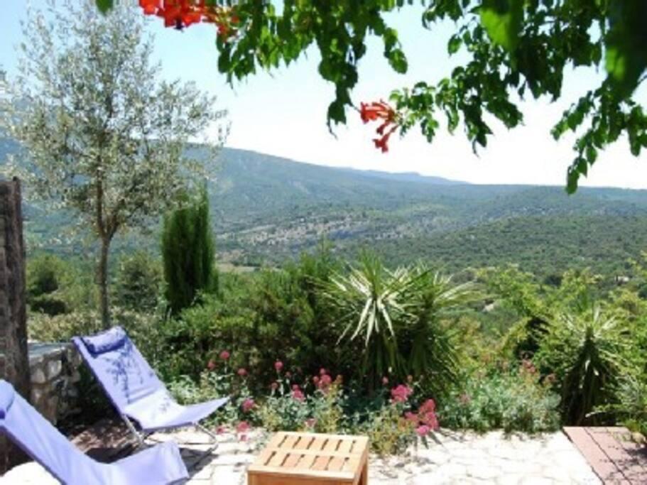 terrasse à 180° avec vue sur le mont Ventoux