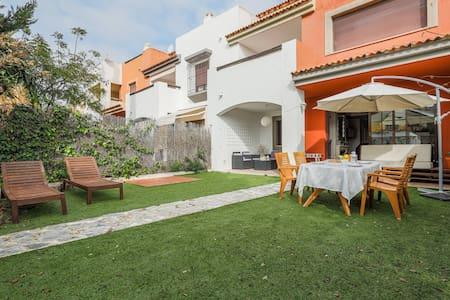 Fantástica casa-piscina comunitaria y jardín 8px