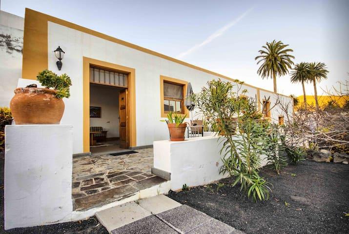 Casa Lola y Juan, Atelier Apartment - Haría - Apartment