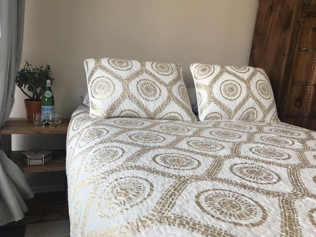 Large bed with very comfortable mattress.