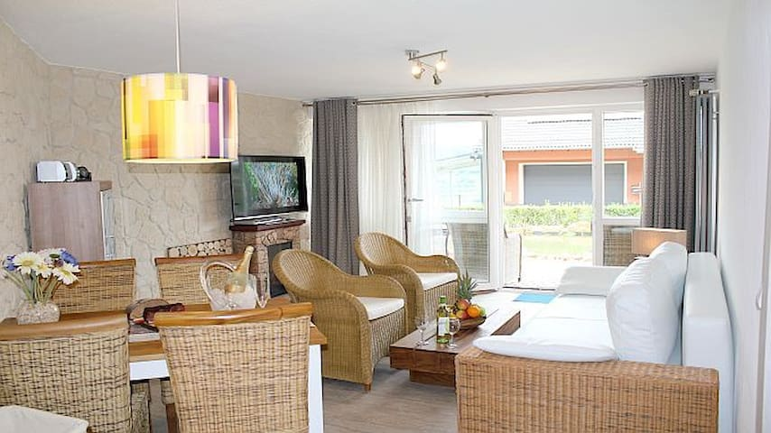 Maarberg Resort, Seeterrasse (Apartment)