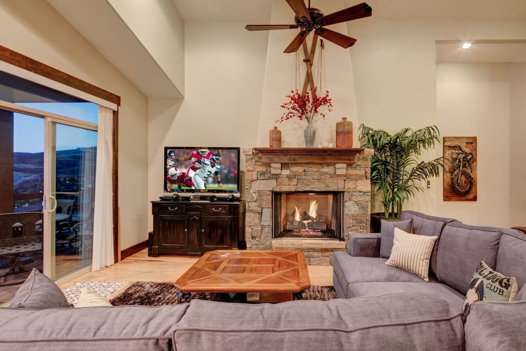 Living Room - Captivating views, comfortable seating, large flatscreen, fireplace, and outdoor balcony