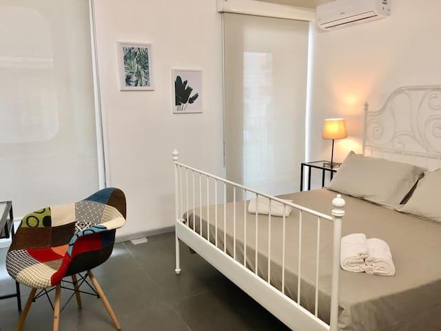 Live Home (Elegant and Central Room3)