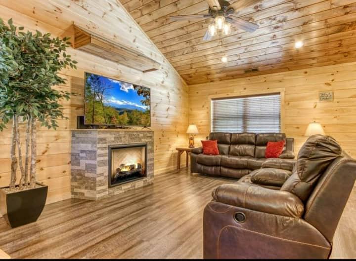 New Luxury Resort Cabin * Entertainment Room*