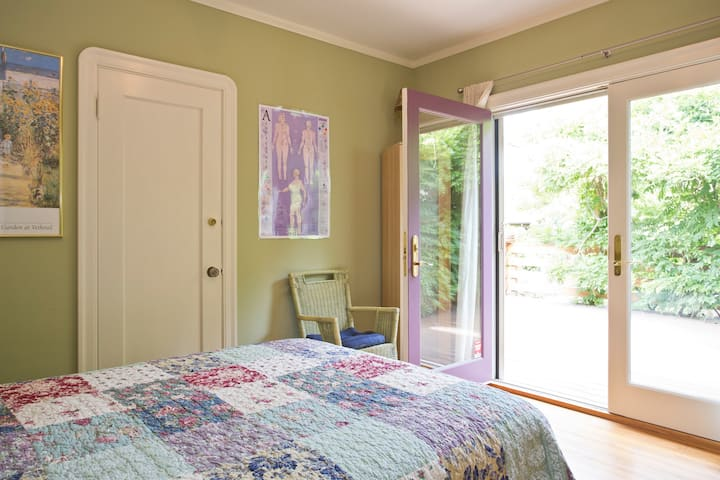Private garden bedroom suite