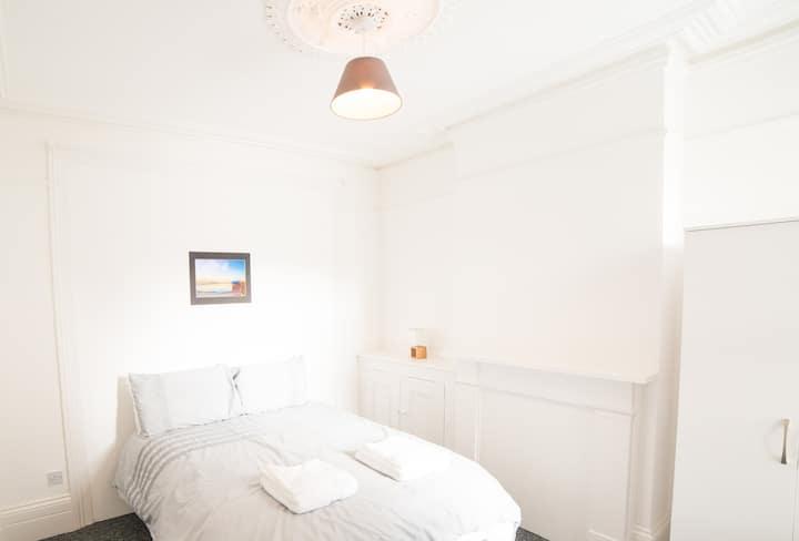 Darlington House R2 Double Room Southsea