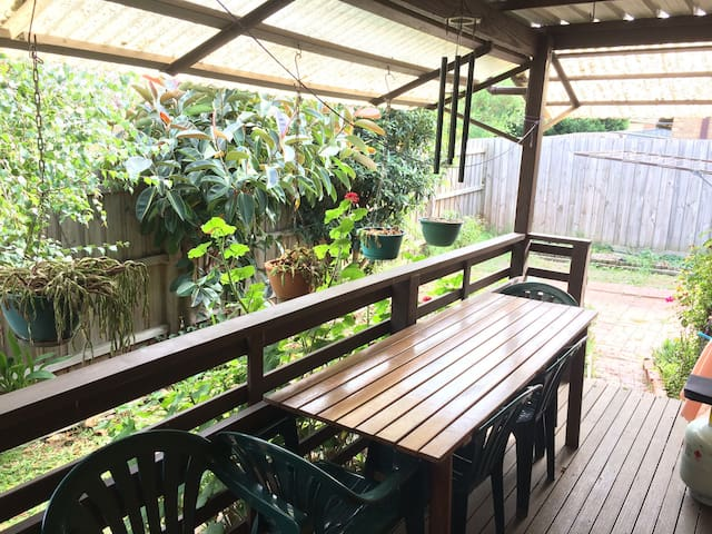 Adorable local home close to Dandenong - Noble Park - บ้าน