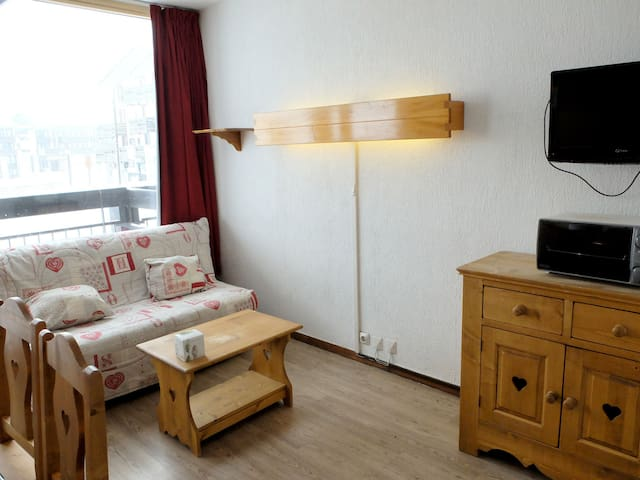 South facing studio, ski back to the residence possible
