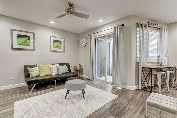 Cozy Downtown Condo/Perfect for a Couple