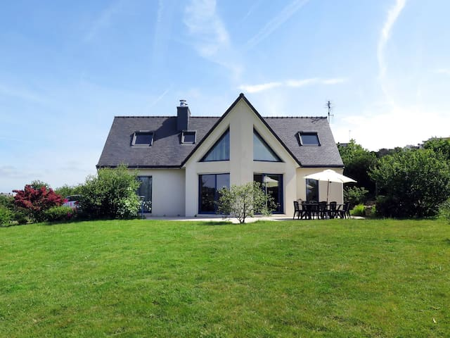 Holiday home in Chateaulin/Telgruc sur Mer