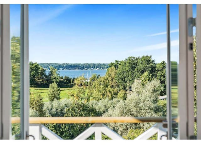 Villa by the sea with easy access to Stockholm