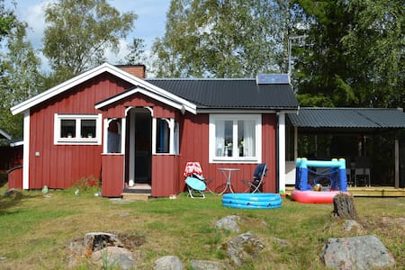 Cottage on an island in a lake! - Boxholm - Sommerhus/hytte