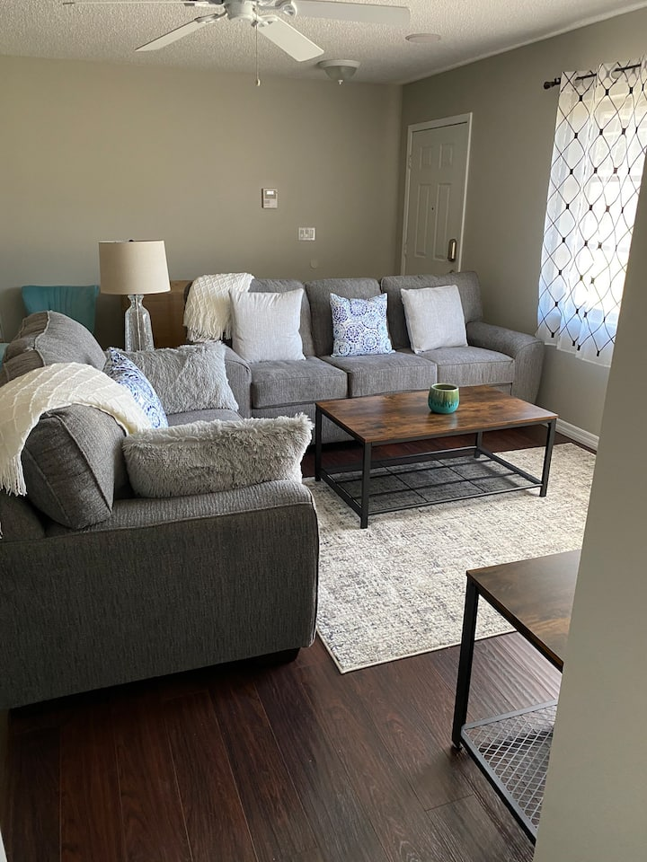 Comfy home just minutes from Pinecraft and beaches