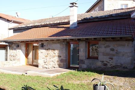 Maisonnette calme, terrasse, très beau village - Fontanes