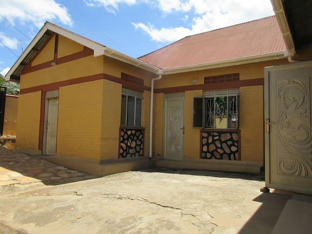 Mukono Travelers' Home (Homestays Uganda)