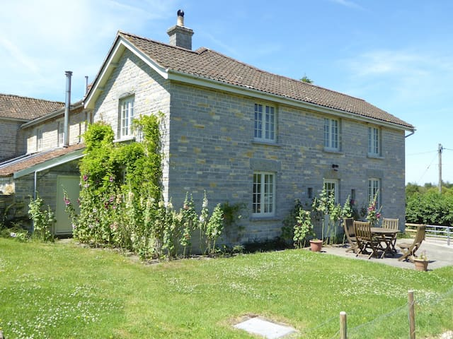 Farmhouse annexe in idyllic setting - sleeps 4