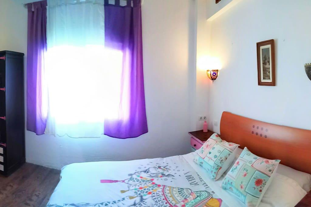 Habitaci n privada con aseo casas de invitados en for Habitacion con piscina privada madrid