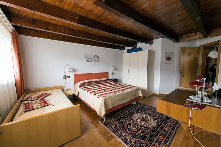 Room Acero, B&B La Betulla - Sasso - Bed & Breakfast