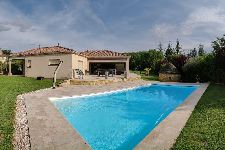 panorama-extérieur-coté-piscine