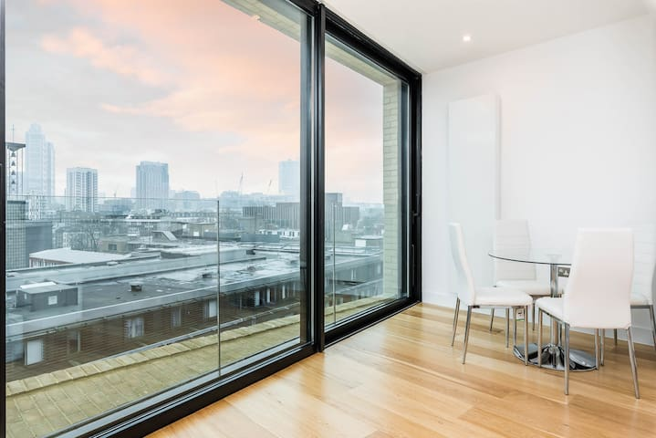 Stunning 2BD Flat In The Heart of Aldgate Triangle - Lontoo - Talo