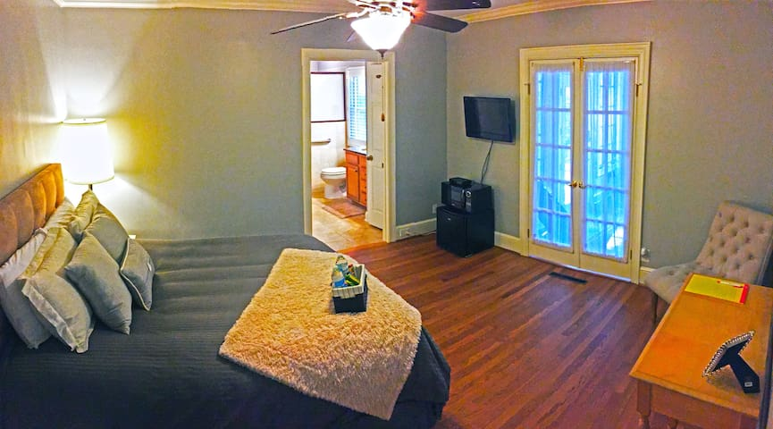 In-law suite, w/ pvt entrance & tons of amenities!