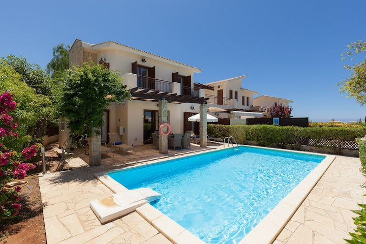 R 1082 Stefan Villas with Private Pool, BBQ & Garden view