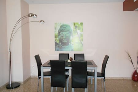 VERY COMFORTABLE APARTMENT FOR 6 WITH PARKING. - Paterna