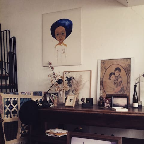 Chambre( plafond haut ) ds triplex d'artiste écolo