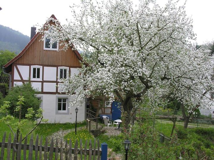 Romantisches Fachwerkhaus mit Garten und Quelle