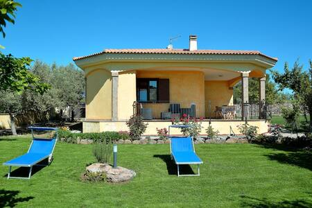Villa Alessandro:Villetta singola con giardino.