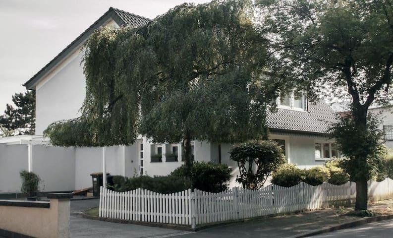 Studio in freistehender See-Villa nahe Düsseldorf - Duisburg - Apartamento