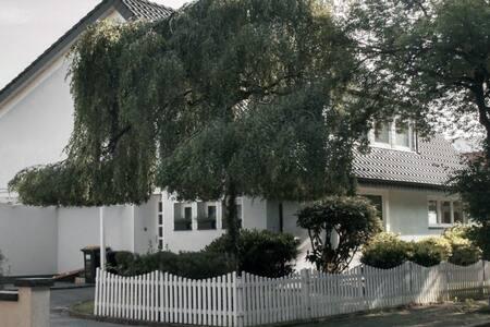 Studio in freistehender See-Villa nahe Düsseldorf - 杜伊斯堡 - 公寓