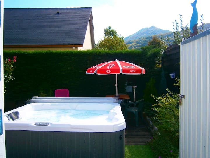 Apartment with one bedroom in Lourdes, with wonderful mountain view, enclosed garden and WiFi