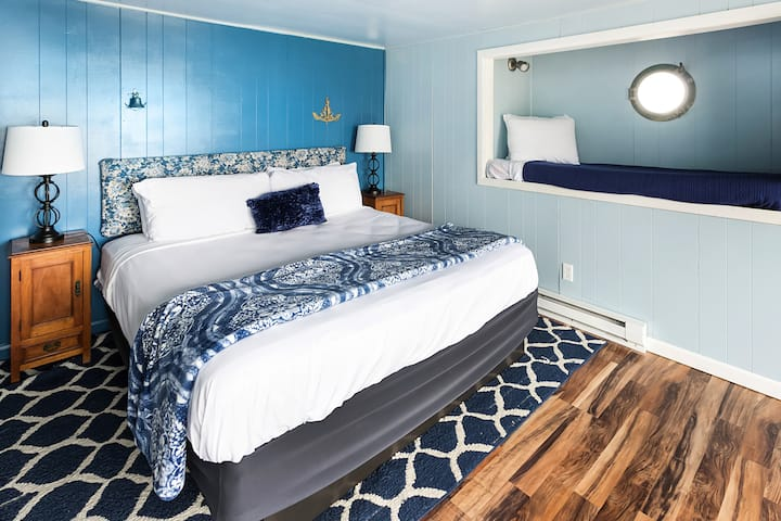 Ocean Front/View Room - Nautical Theme