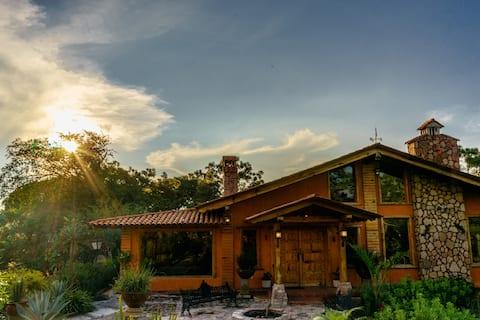 Gran Cabaña El Tlayan (Bosque de la Primavera)