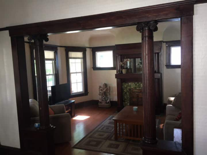 West Side 2 bed -  1 block to Metro