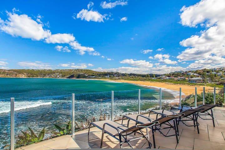 """Shoreline"" - Premium, Absolute Beachfront Home - Copacabana - Casa"