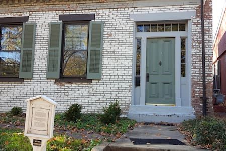 Charming, historic 2nd fl bedroom - Saint Charles - Hus