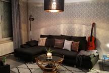 Grande chambre cozy  dans maison accueillante